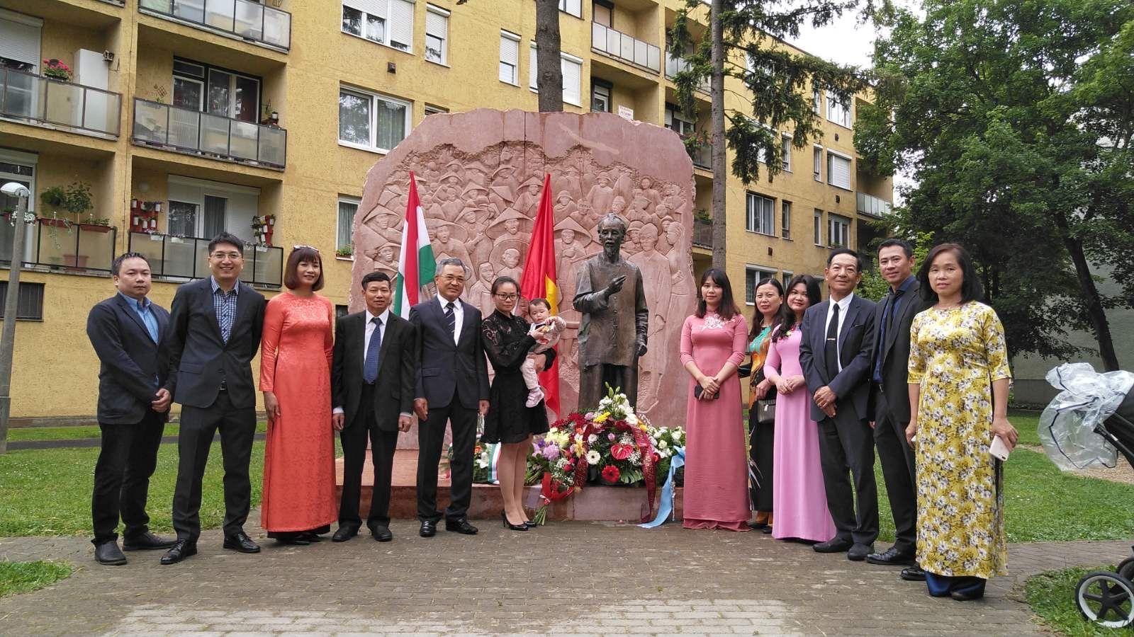 Người Việt tại châu Âu kỷ niệm 130 năm ngày sinh Chủ tịch Hồ Chí Minh