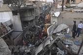 Vụ rơi máy bay ở Pakistan 97 người thiệt mạng, 2 người sống sót