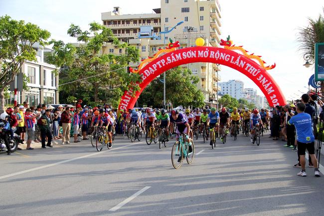 """Giải đua xe đạp """"Hành trình cùng thành phố du lịch biển xứ Thanh"""" 2020"""