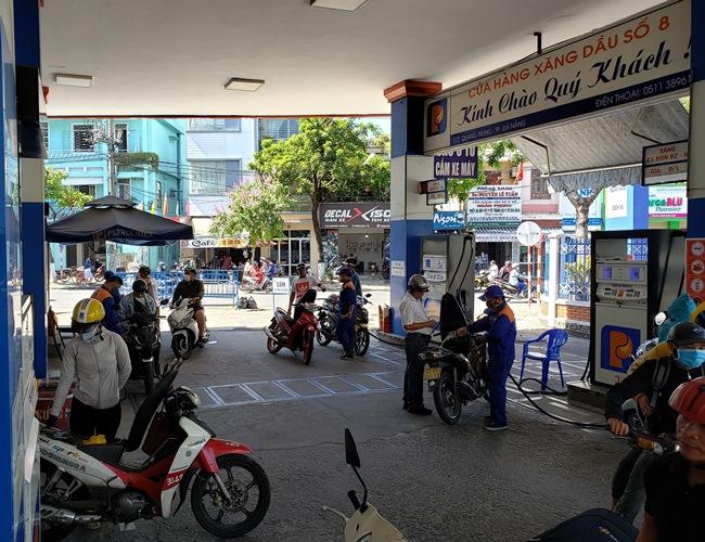 Giá dầu thế giới tăng, thị trường xăng dầu Việt Nam khởi sắc theo