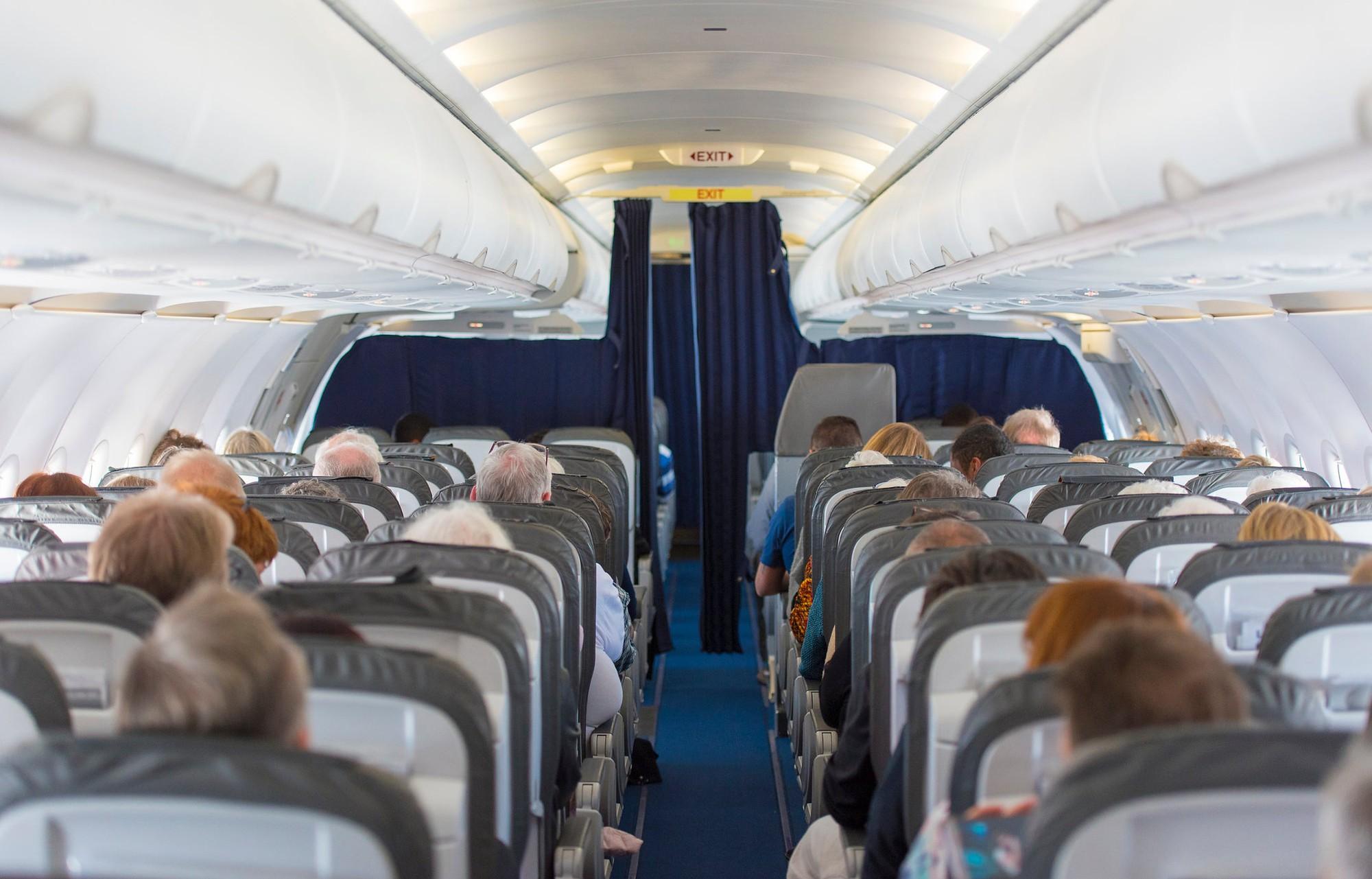 Tìm giải pháp giảm nguy cơ virus SARS-CoV-2 lây lan trên máy bay