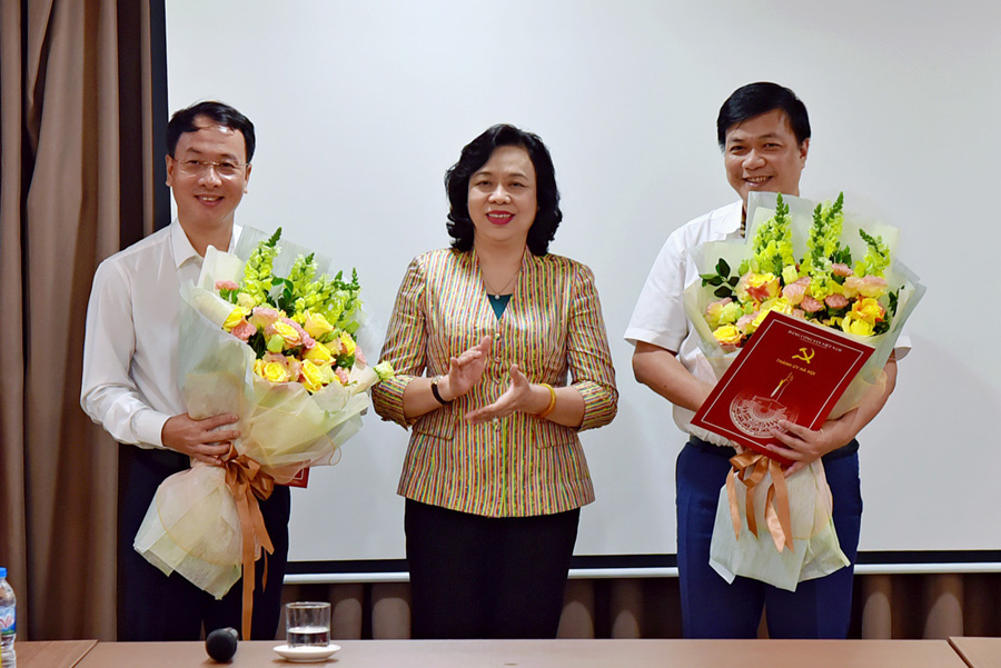 Trao quyết định công tác cán bộ tại Ủy ban Kiểm tra Thành ủy Hà Nội