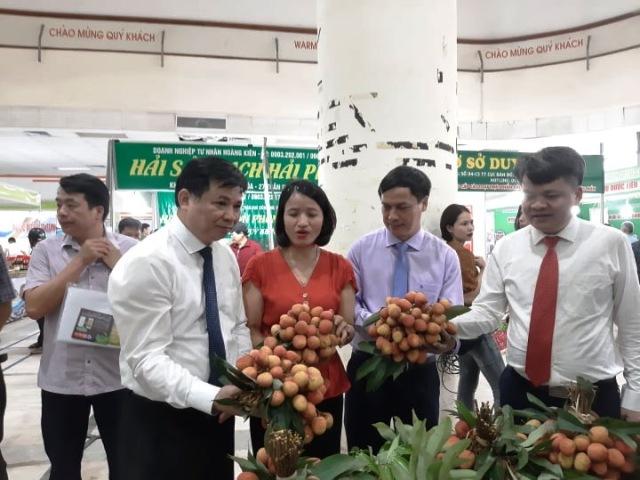 Phiên chợ quảng bá vải thiều Thanh Hà