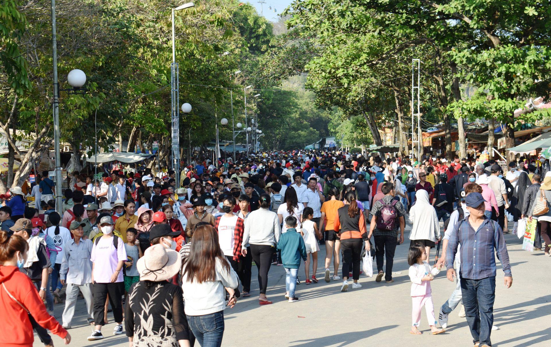 Năm 2025, Tây Ninh phấn đấu tổng doanh thu du lịch đạt 6 800 tỷ đồng