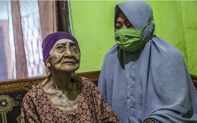 Indonesia Cụ bà 100 tuổi chiến thắng COVID-19
