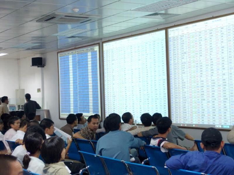 Giao dịch trên thị trường cổ phiếu tăng cả về lượng và giá trị