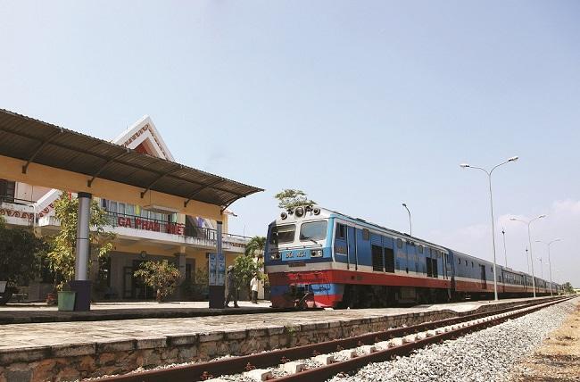 Giá vé tàu du lịch Nha Trang, Quy Nhơn giảm sâu