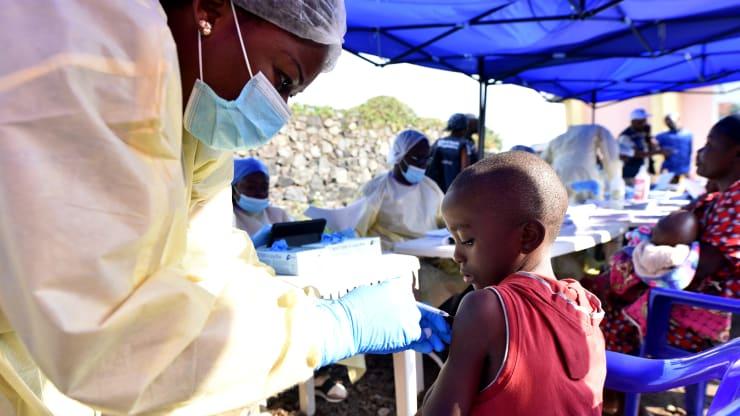 Thế giới cam kết dành 8,8 tỷ cho Liên minh vaccine