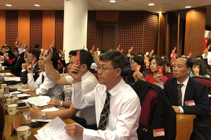 Người có thẩm quyền triệu tập và chủ trì phiên họp đầu tiên của cấp ủy