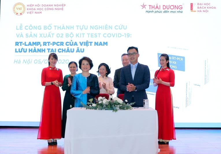Đồng hành cùng Việt Nam và thế giới chống dịch COVID-19