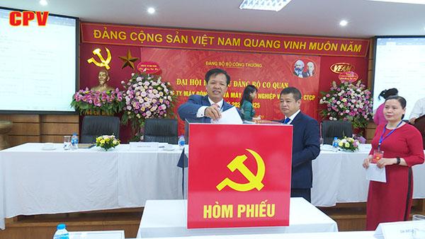 Xây dựng Đảng bộ VEAM đồng hành cùng sự phát triển của doanh nghiệp