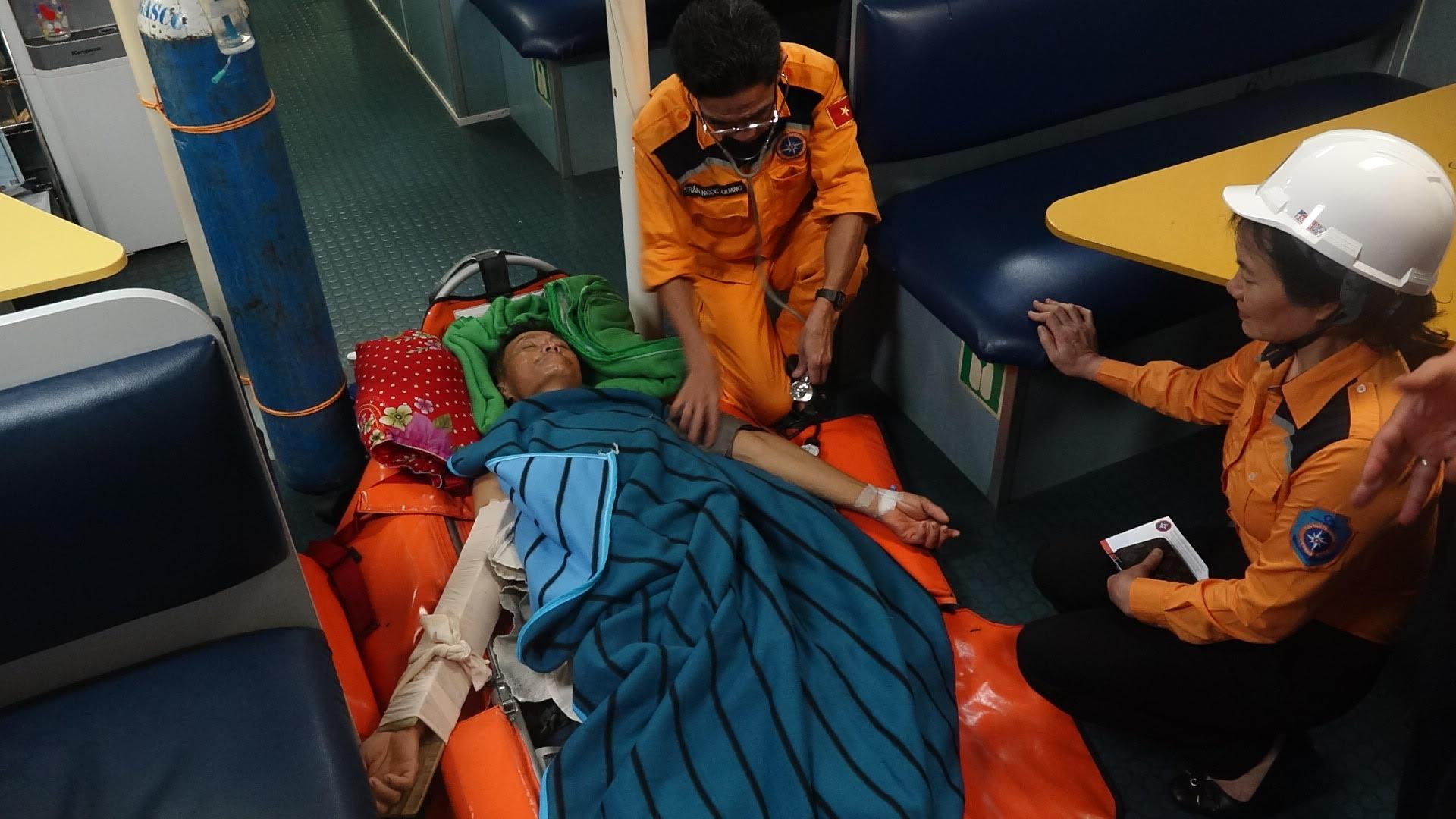 Cứu nạn khẩn cấp thuyền viên gặp nạn trên biển