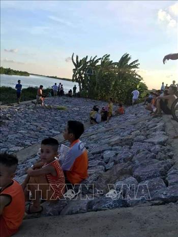 Tìm thấy thi thể 2 học sinh bị đuối nước ở huyện Thanh Hà, Hải Dương