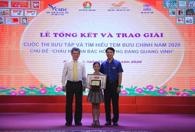 Học sinh lớp 3 giành giải đặc biệt cuộc thi Sưu tầm tem bưu chính