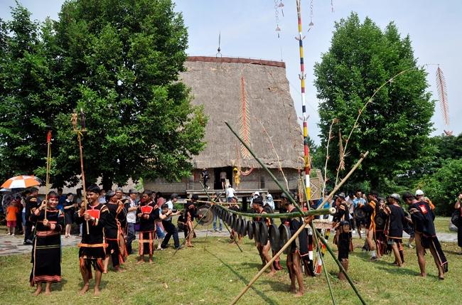 Phát triển văn hóa dân tộc thiểu số gắn với xây dựng nông thôn mới