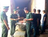 Khám xét lô hàng tại cảng Tiên Sa