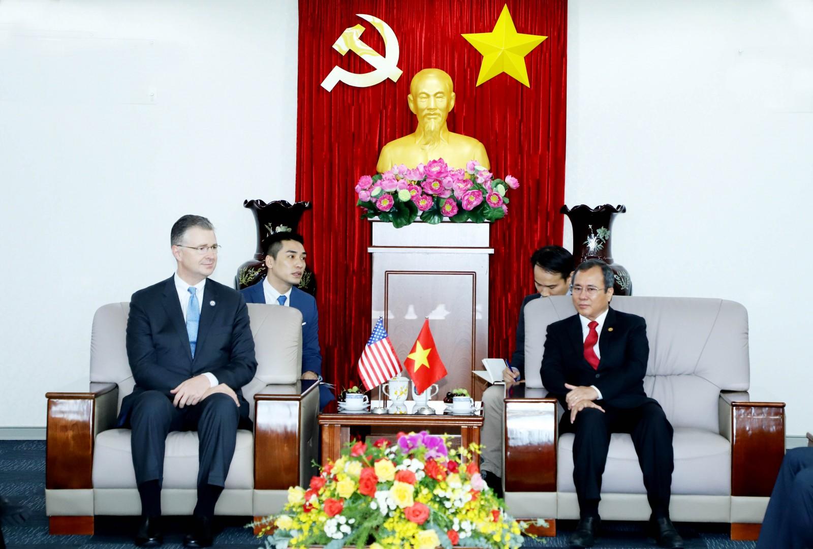 Lãnh đạo tỉnh Bình Dương tiếp và làm việc với Đại sứ và Tổng Lãnh sự Hoa Kỳ tại TP Hồ Chí Minh