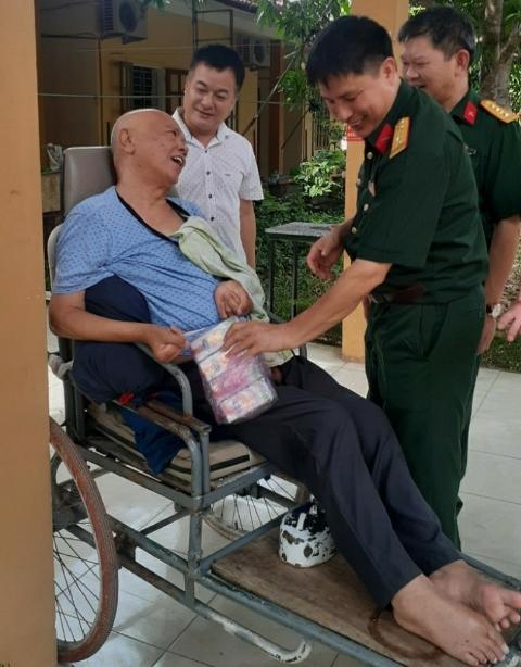 Cục Hậu cần Quân khu 4 tặng quà thương, bệnh binh tỉnh Nghệ An