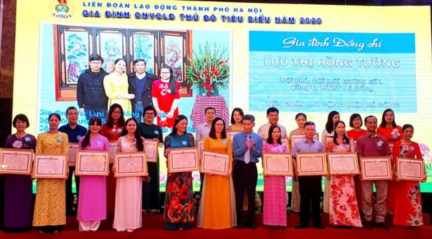 Hà Nội biểu dương 100 gia đình công nhân, viên chức, lao động tiêu biểu
