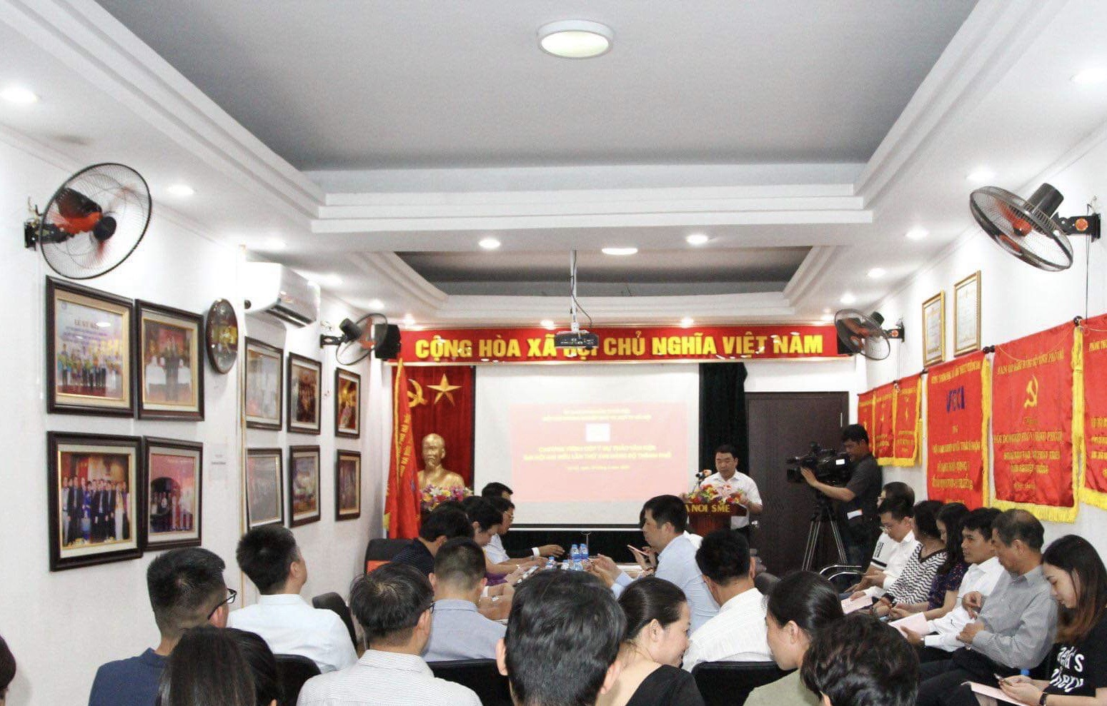 Doanh nghiệp Hà Nội góp ý kiến vào dự thảo văn kiện Đại hội Đảng bộ thành phố