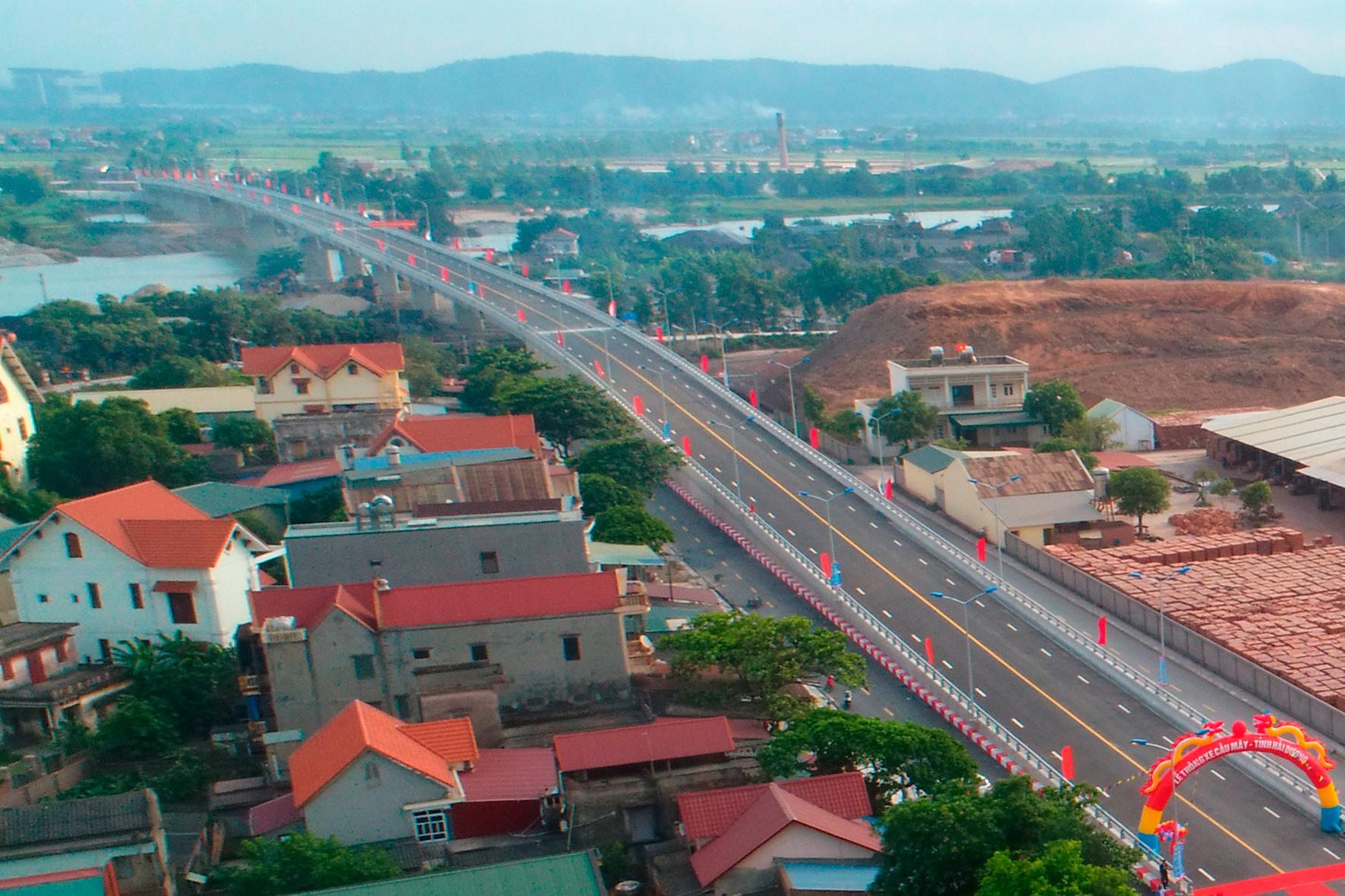 Hải Dương Thông xe cầu Mây nối thị xã Kinh Môn với huyện Kim Thành