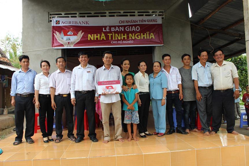 Agribank Tiền Giang hỗ trợ các hộ nghèo có hoàn cảnh khó khăn