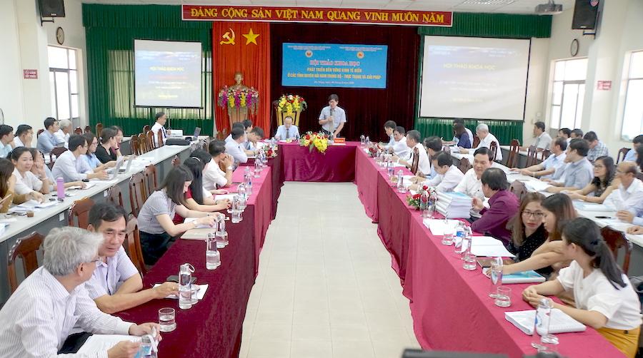 Phát triển bền vững kinh tế biển các tỉnh duyên hải Nam Trung bộ