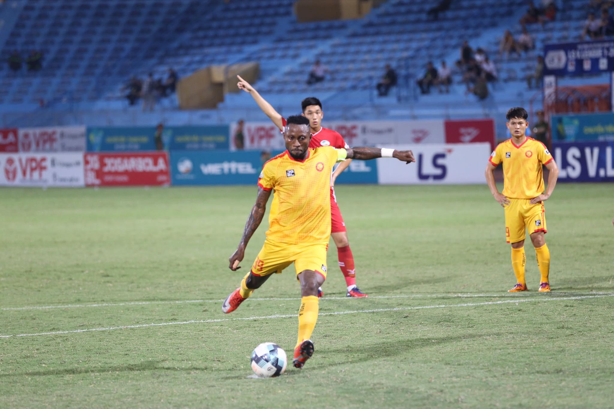 Thắng Than Quảng Ninh, Thanh Hóa vươn lên vị trí thứ 7 trên bảng xếp hạng