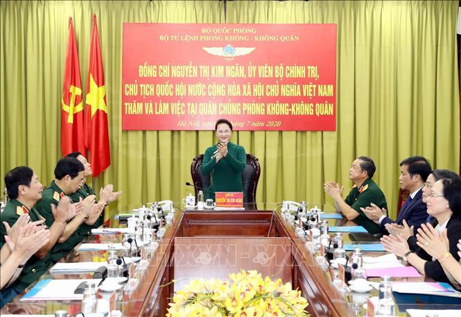 Chủ tịch Quốc hội thăm Quân chủng Phòng không - Không quân