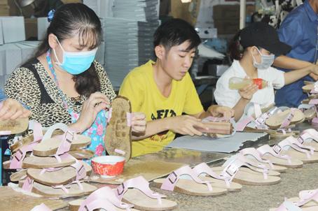 Đồng Nai Xuất khẩu giày dép vẫn tăng trưởng dù bị ảnh hưởng bởi dịch COVID-19