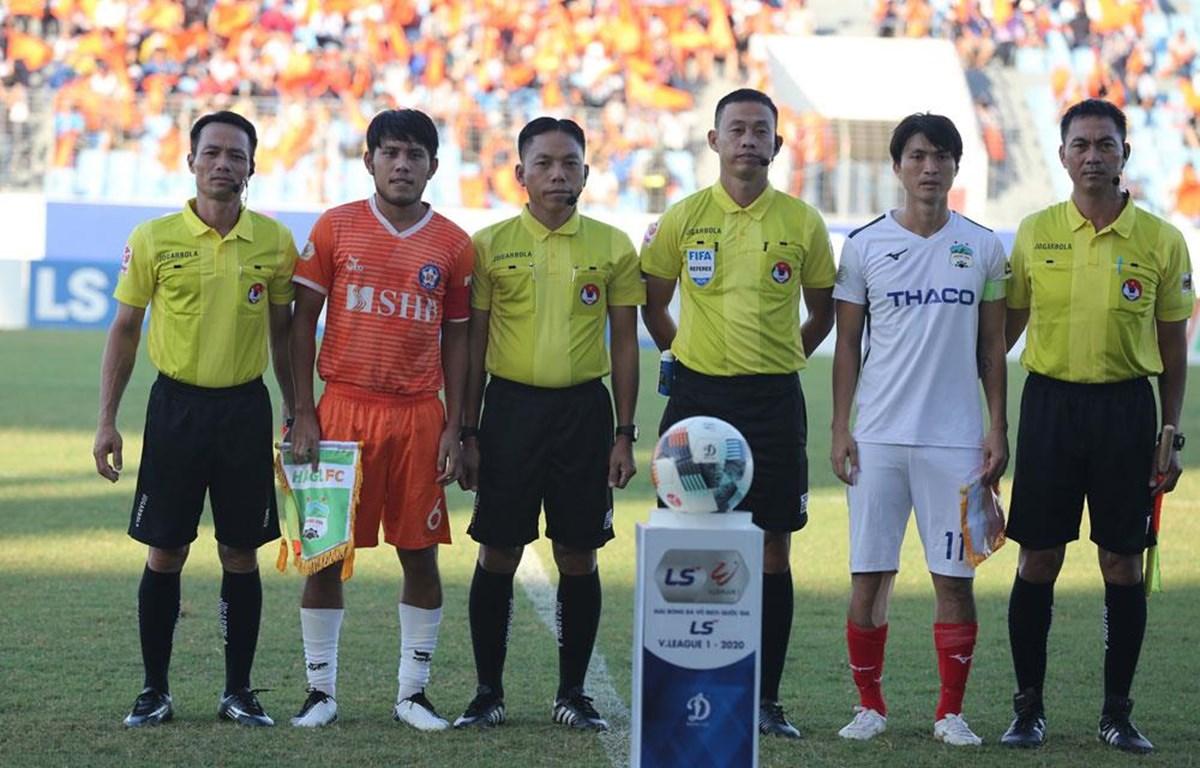Trọng tài V-League sai sót VFF vào cuộc