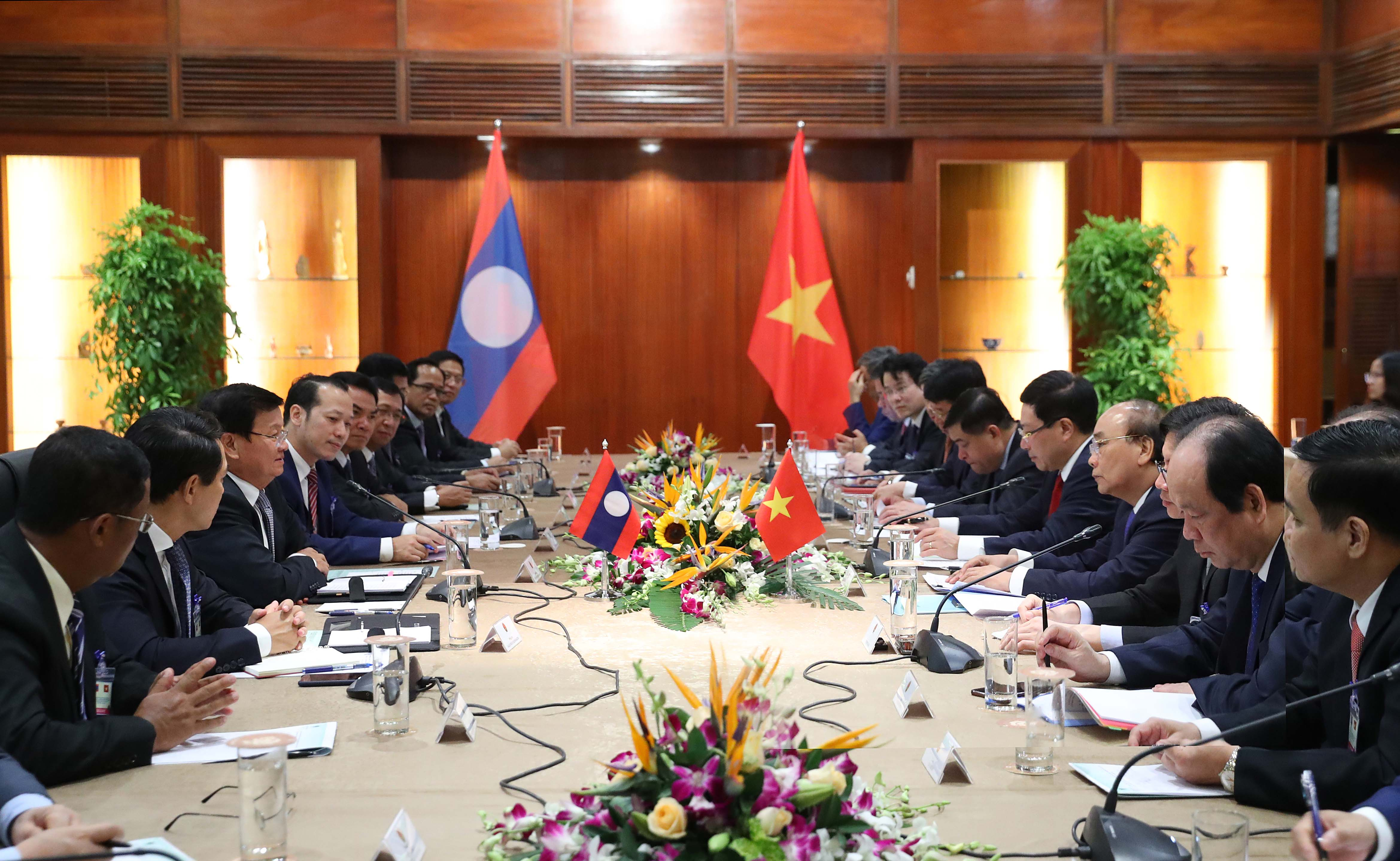 Đoàn đại biểu cấp cao Chính phủ Lào bắt đầu chuyến thăm Việt Nam