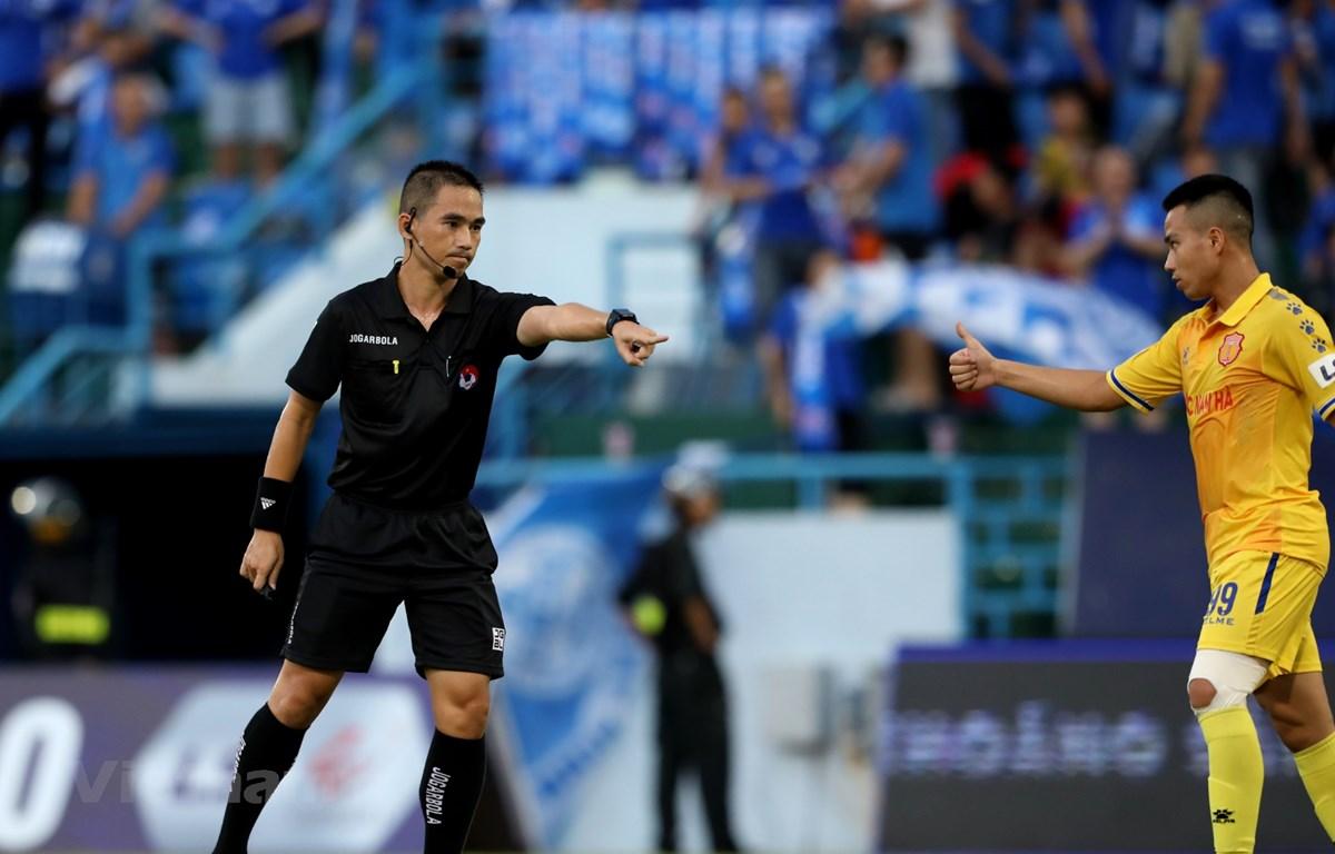 Trọng tài lại sai sót ở vòng 8 V-League VFF yêu cầu kiên quyết xử lý
