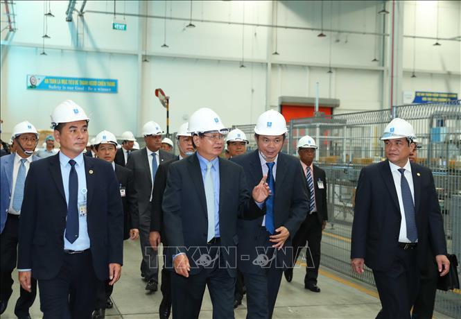 Thủ tướng Lào thăm điểm sáng thu hút đầu tư của Việt Nam