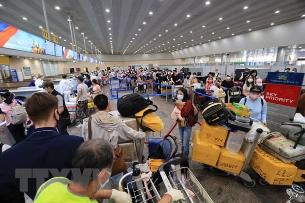 Tiếp tục đưa gần 300 công dân Việt Nam từ Nga về nước
