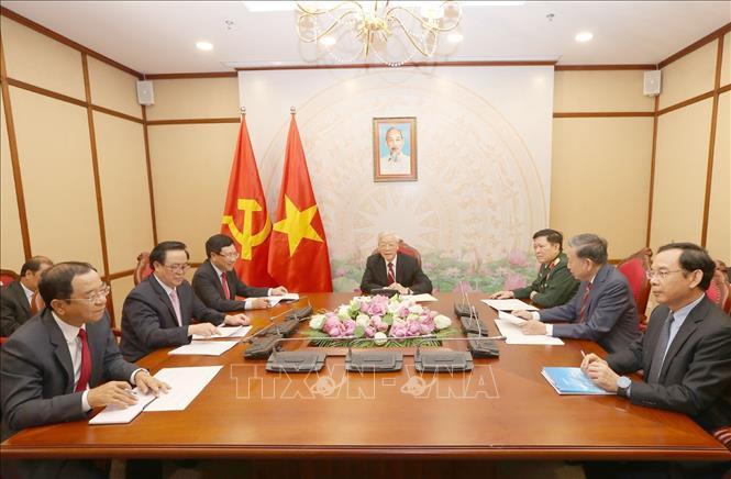 Tổng Bí thư, Chủ tịch nước điện đàm với Chủ tịch Đảng CPP, Thủ tướng Campuchia