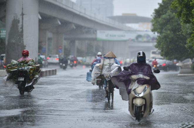 Từ đêm 11 7 đến ngày 21 7, cả nước có mưa dông vào chiều tối và đêm, ngày nắng nóng