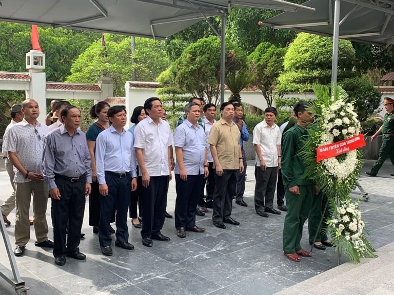 Trao tặng sổ tiết kiệm tình nghĩa cho các gia đình chính sách tại Can Lộc