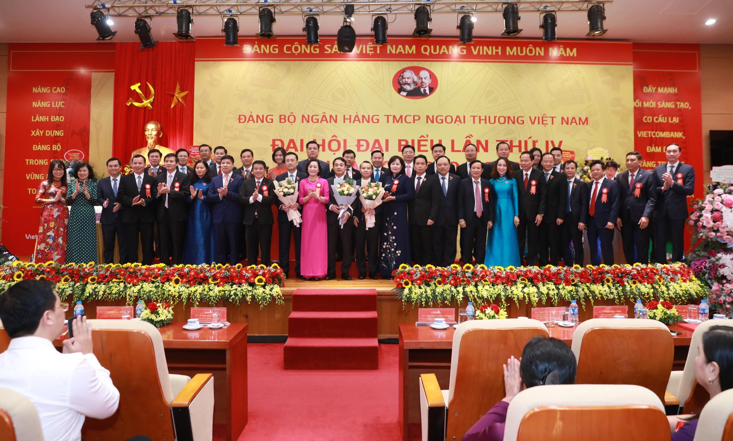 Đại hội đại biểu Đảng bộ Vietcombank lần thứ IV nhiệm kỳ 2020 – 2025 thành công tốt đẹp