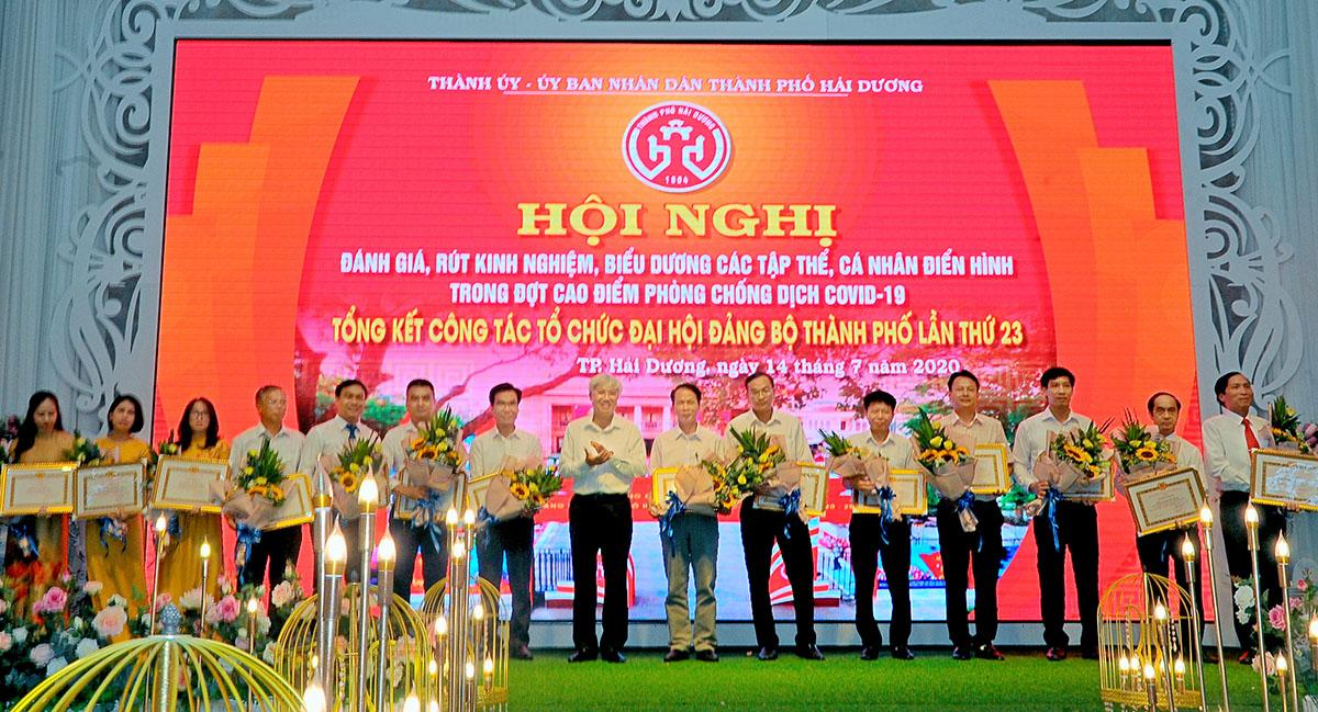 TP Hải Dương Khen thưởng điển hình trong công tác tổ chức đại hội Đảng