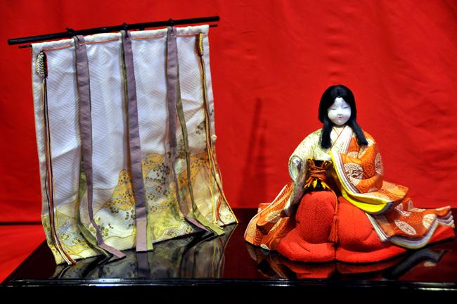 Nghệ thuật dân gian trên Búp bê Nhật Bản