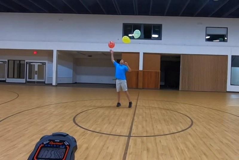 Kỷ lục thế giới Guinness về tung bóng trên không