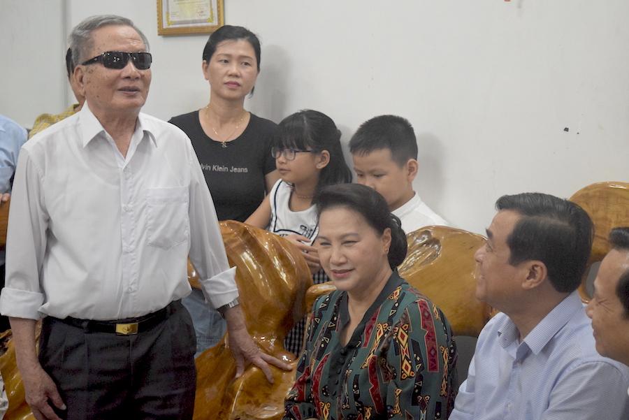 Thăm, tặng quà các gia đình chính sách tại Quảng Nam