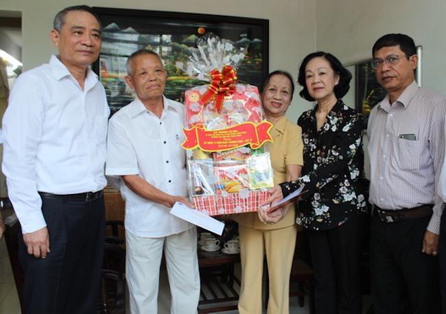 Trưởng Ban Dân vận Trung ương thăm các gia đình chính sách tại Đà Nẵng