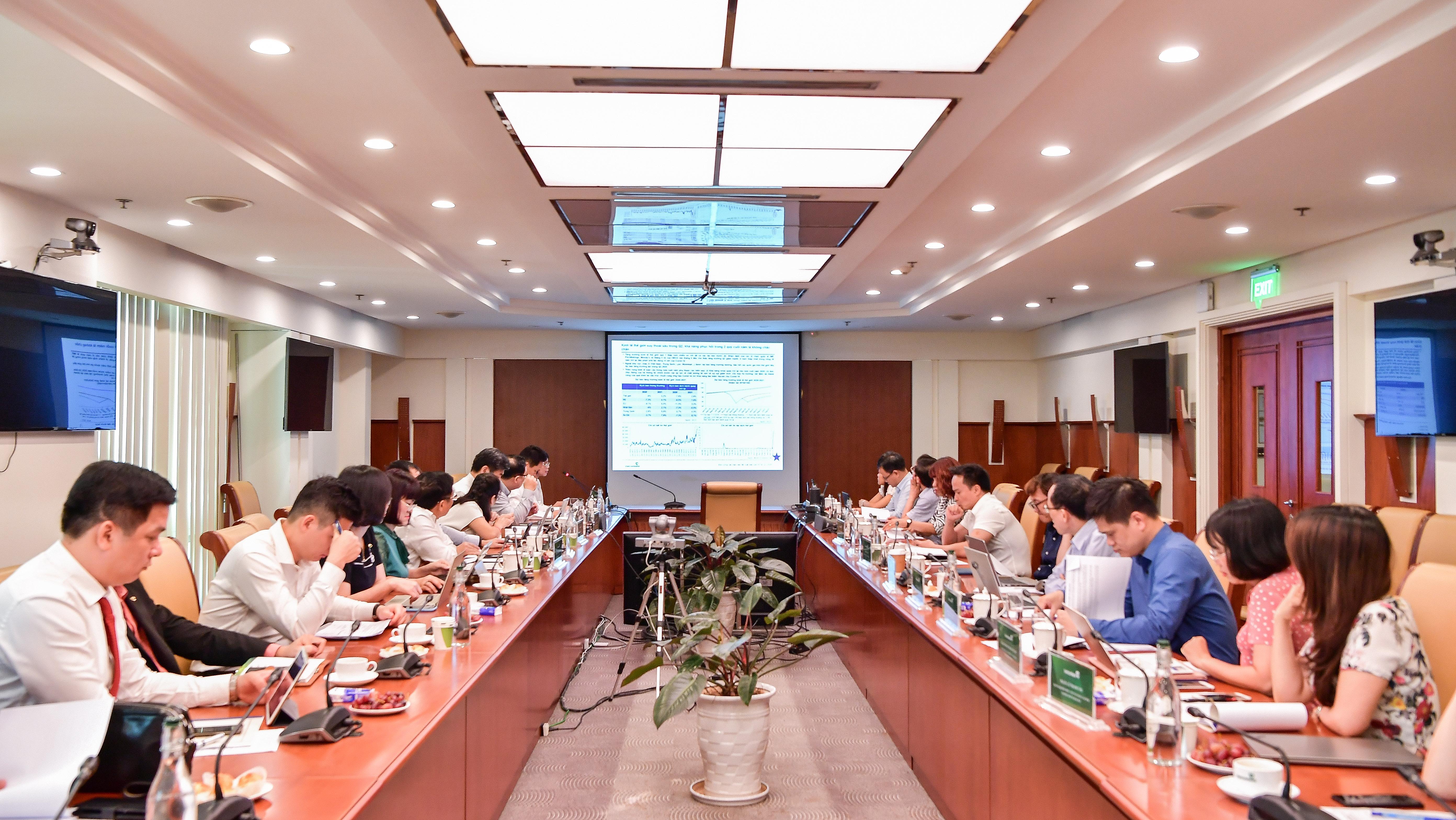 """Vietcombank tổ chức tọa đàm khoa học """"Kinh tế thế giới và Việt Nam quý 2 2020"""""""