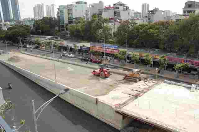 Cầu vượt Hoàng Quốc Việt – Nguyễn Văn Huyên sắp thông xe