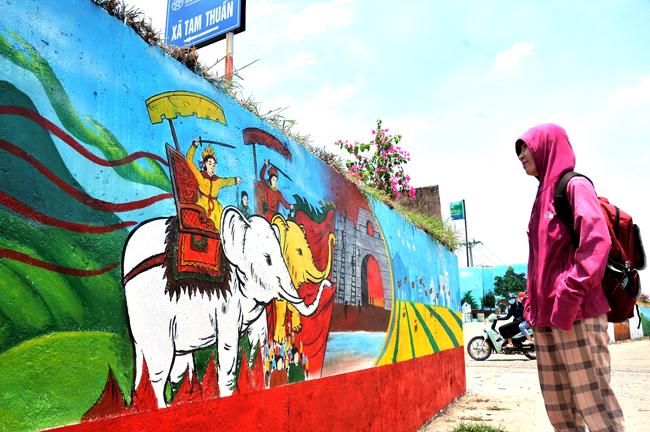 Con đường bích họa dài 2 km, rực rỡ sắc màu tại Hà Nội