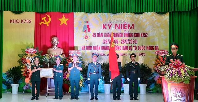 Kho K752 đón nhận Huân chương Bảo vệ Tổ quốc hạng Ba