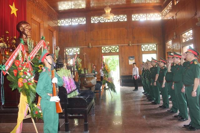 Đảng ủy Bộ Tổng Tham mưu dâng hương tưởng niệm Chủ tịch Hồ Chí Minh