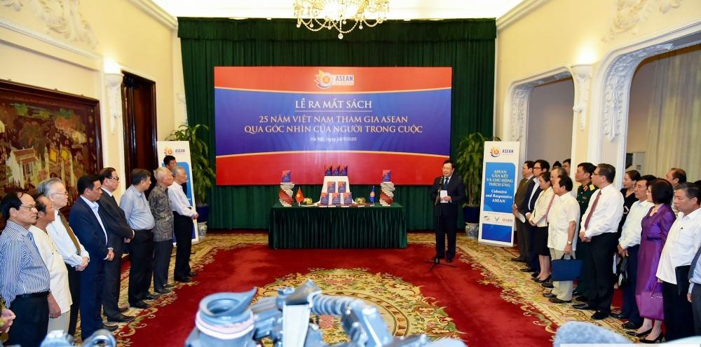 Ra mắt sách về 25 năm Việt Nam tham gia ASEAN